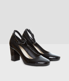 Block heel court shoes black.