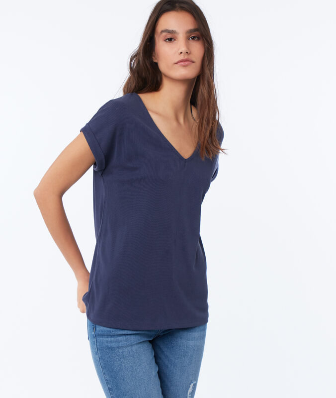 V-neck t-shirt navy blue.