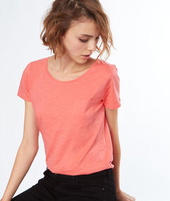 Round necked t-shirt apricot.