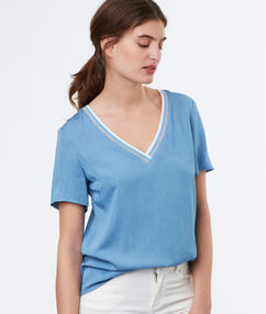 V-neck top light blue.