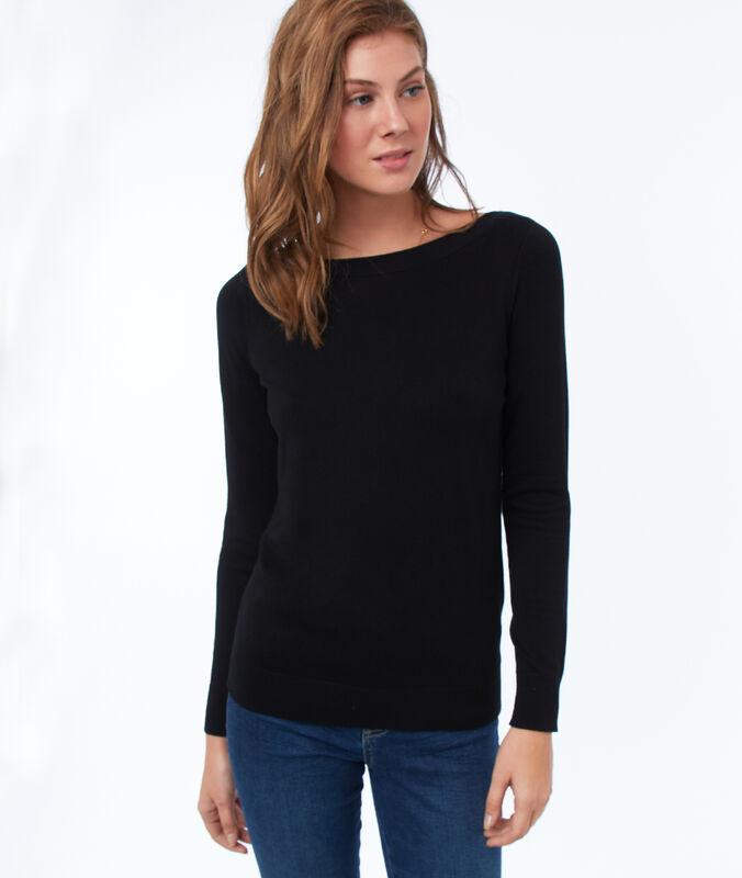 Wide-necked jumper black.