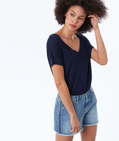 Washed denim shorts lightwash blue.
