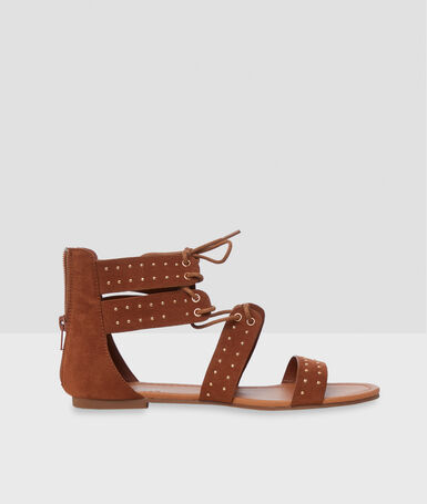 Flat studded sandals barley.