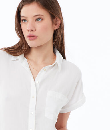 Shirt off-white.