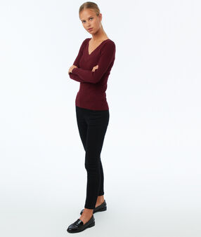 Ribbed v-neck jumper burgundy.