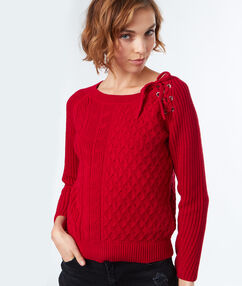 Jumper with eyelets at shoulders red.