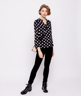 Polka dot blouse with tunisian collar black.