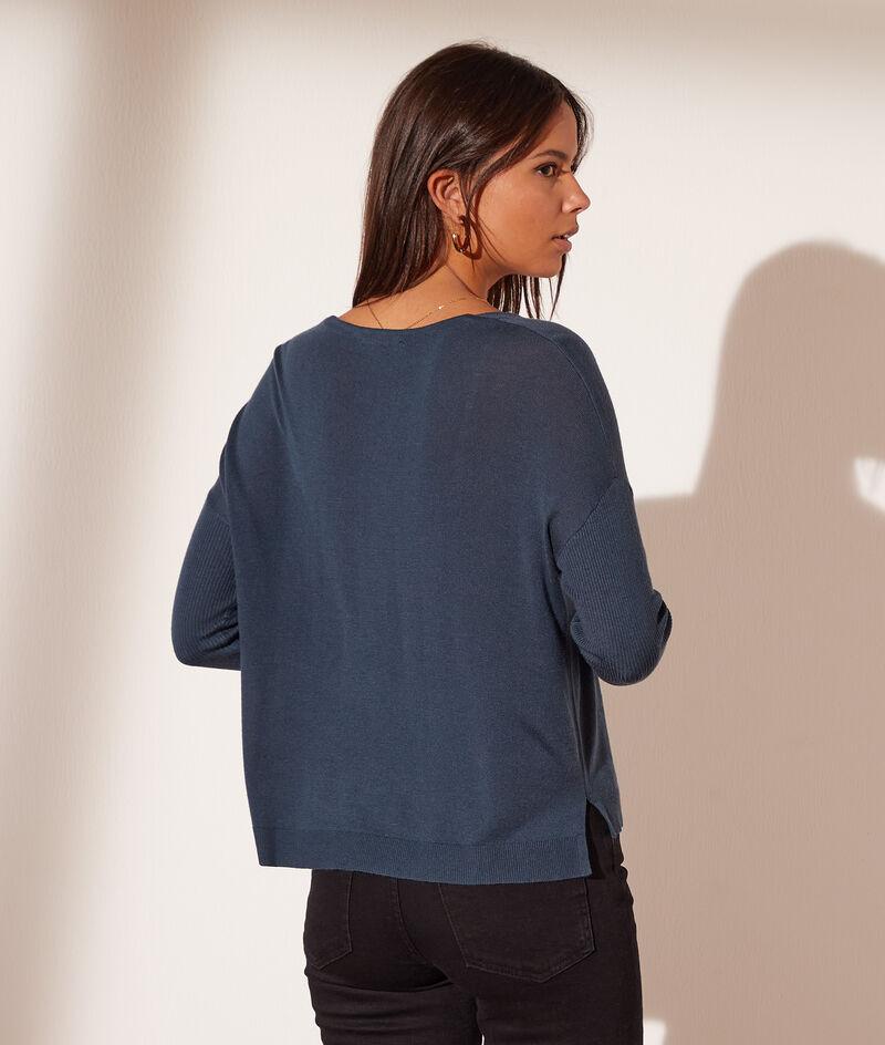 V-neck knit jumper