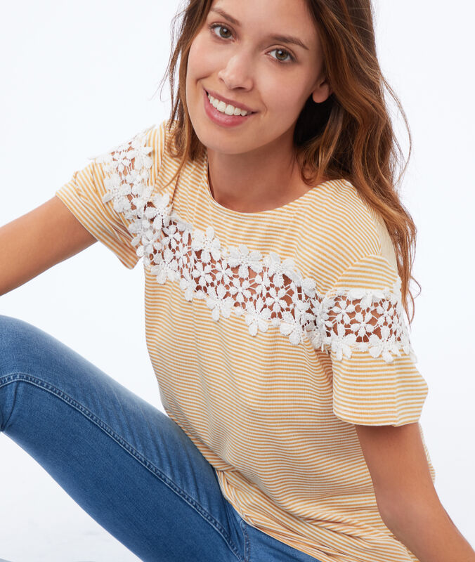 T-shirt with floral lace mimosa.