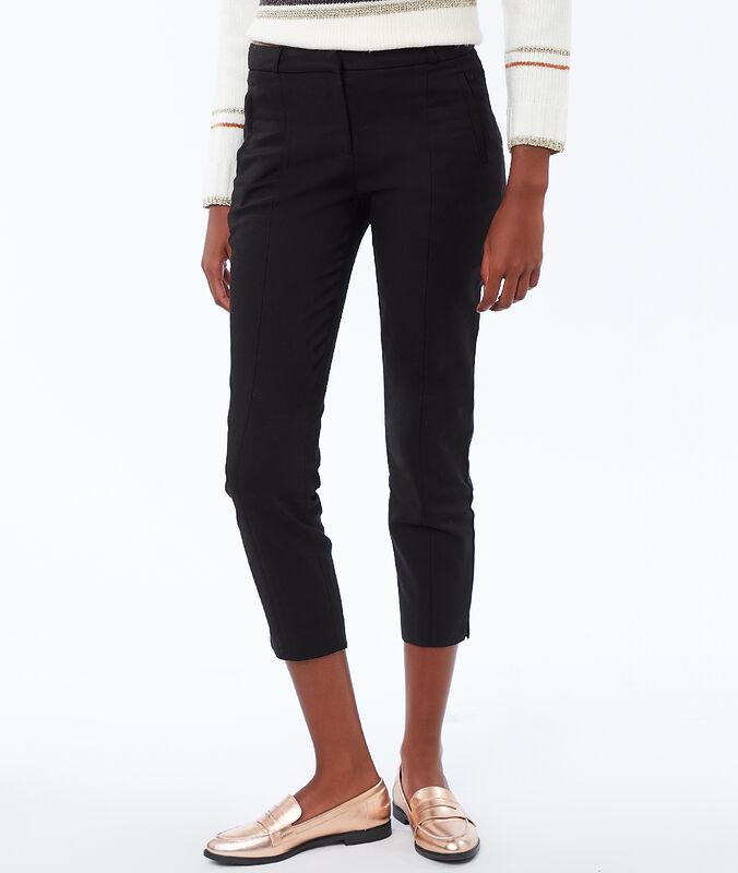 Pantalon coupe droite avec ceinture noir.