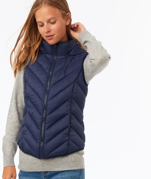 Sleeveless hooded fleece jacket