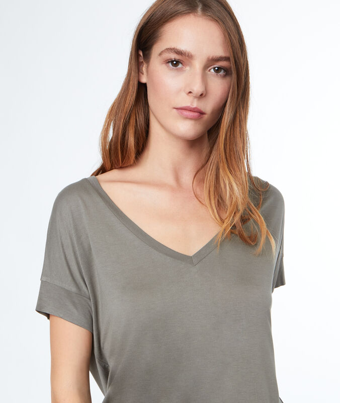 V-neck t-shirt light khaki.