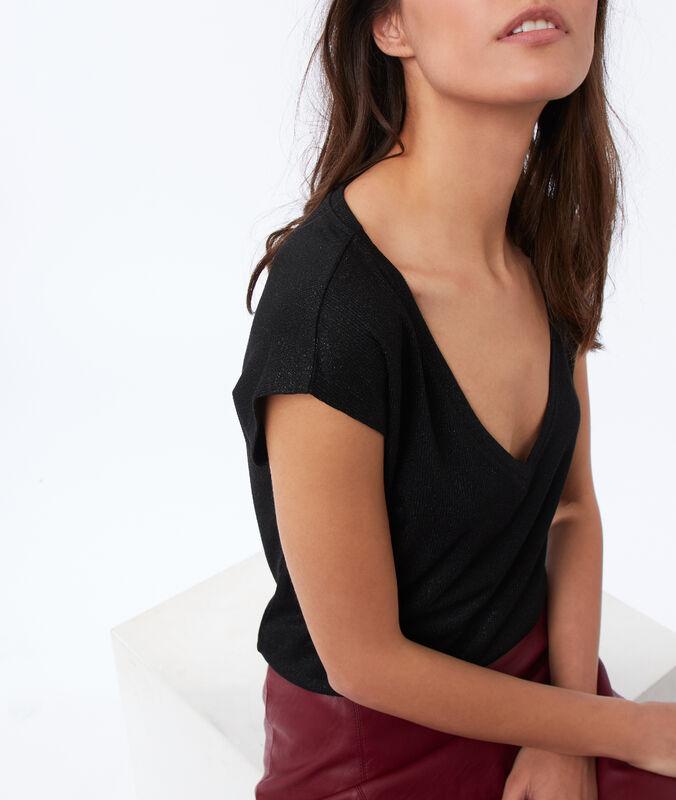 Metallic thread v-necked t-shirt black.