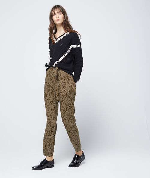 Embroidered chunky knit jumper