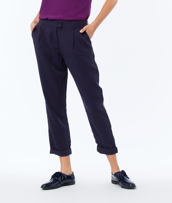 Carrot pants in tencel® navy blue.