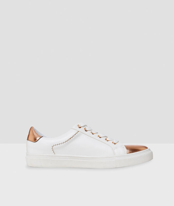 Sneakers with golden varnished panel ecru.