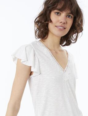 Camiseta escote en v guipur crudo.