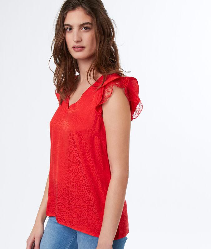 Sleeveless top red.