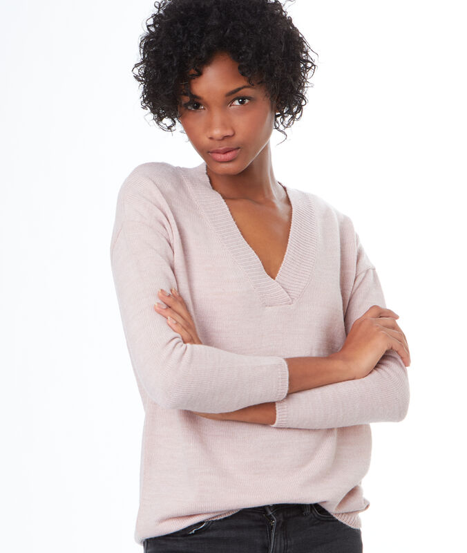 V-neck sweater light pink.