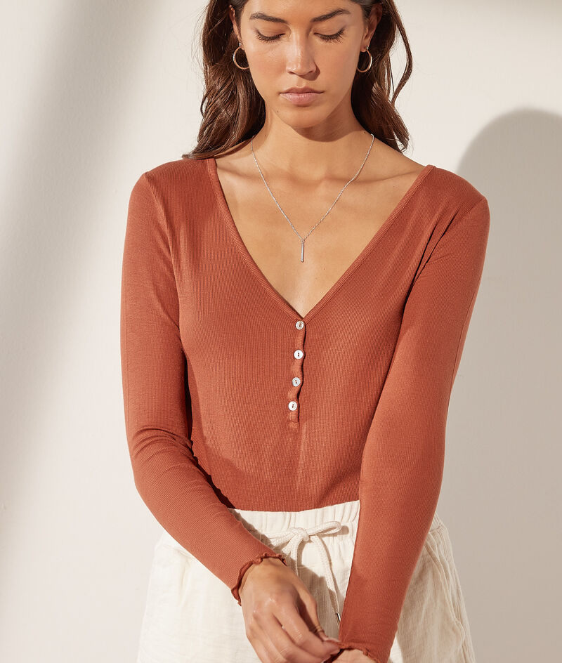 Buttoned long-sleeved top
