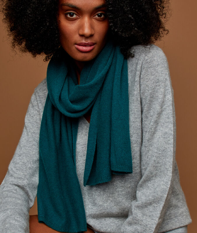 Cashmere scarf forest green.