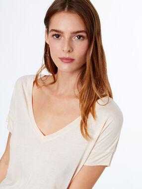 V-neck t-shirt ecru.