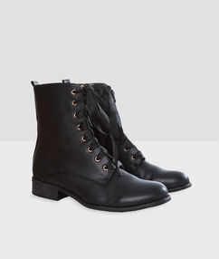 Lace up boots black.