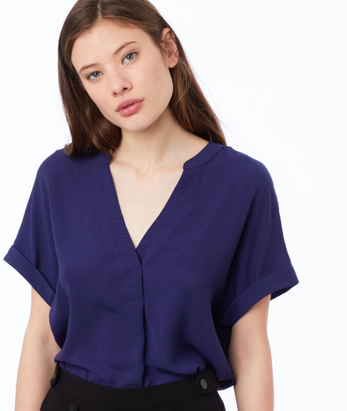 Blouse with tunisian collar indigo blue.
