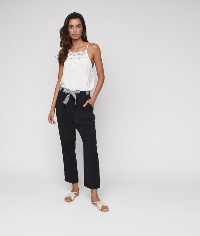 Tencel® carrot pants with belt black.