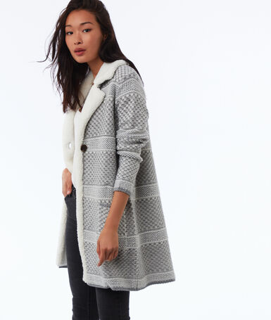 Gilet long en maille à carreaux gris clair chiné.