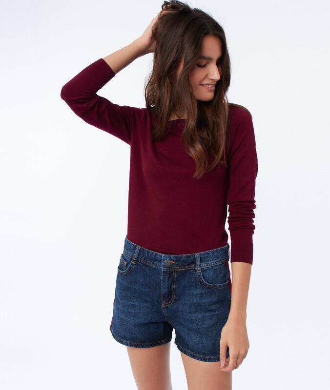 Wide-necked jumper garnet red.