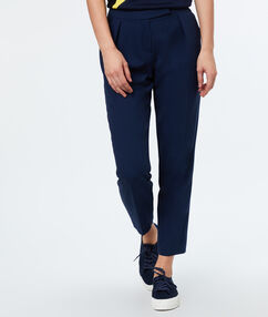 Carrot pants navy blue.