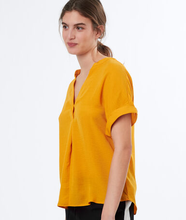 Blouse with tunisian collar ochre.