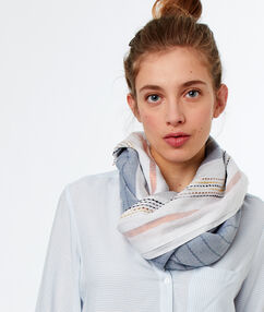 Striped scarf off-white.