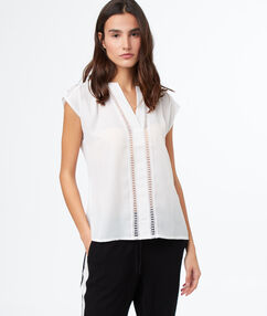 Top with tunisian collar off-white.