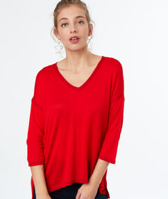 V-neck jumper red.