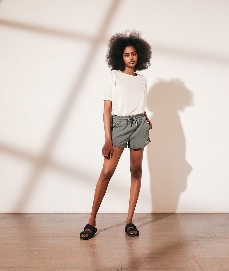Shorts with drawstring tie