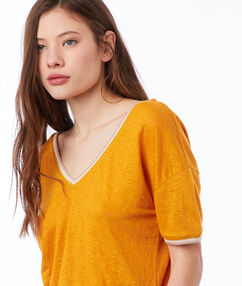 V-neck t-shirt ochre.